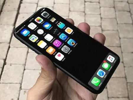 Phien ban iPhone dac biet ky niem 10 nam co gia hon 1.000 USD? - Anh 1