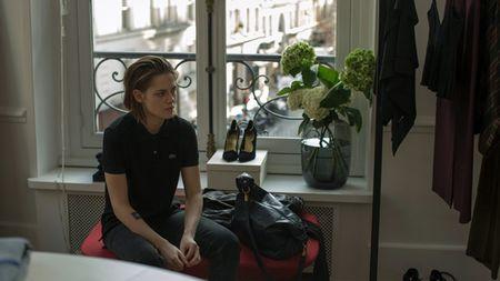 Kristen Stewart kiet suc khi lam tro ly thoi trang - Anh 1
