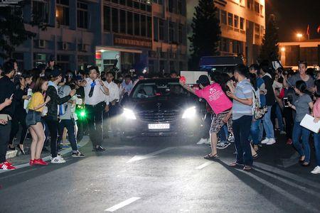Yoona cua SNSD den TP.HCM luc nua dem, fan Viet ngay ngat - Anh 4