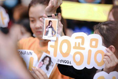 Yoona cua SNSD den TP.HCM luc nua dem, fan Viet ngay ngat - Anh 7