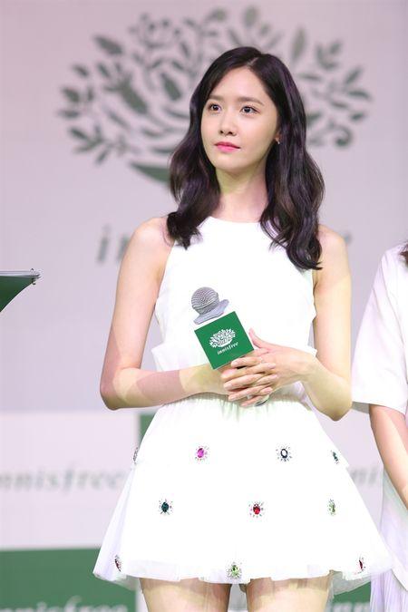 Yoona chi tra loi 3 cau hoi va danh 10 phut cho truyen thong Viet Nam - Anh 1