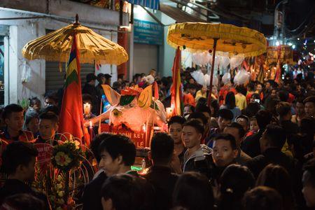 Nguoi dan La Phu tung bung ruoc 'Ong lon' 200kg trong dem - Anh 11
