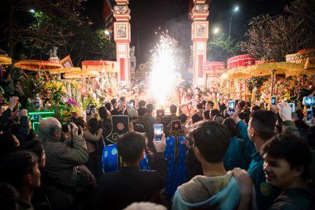Nguoi dan La Phu tung bung ruoc 'Ong lon' 200kg trong dem - Anh 20