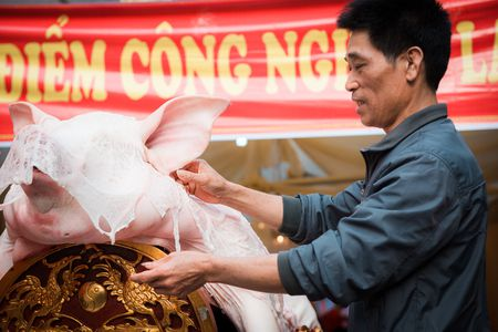 Nguoi dan La Phu tung bung ruoc 'Ong lon' 200kg trong dem - Anh 8