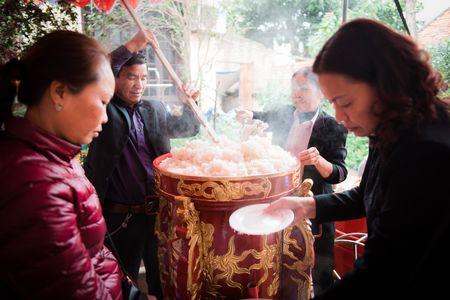 Nguoi dan La Phu tung bung ruoc 'Ong lon' 200kg trong dem - Anh 9