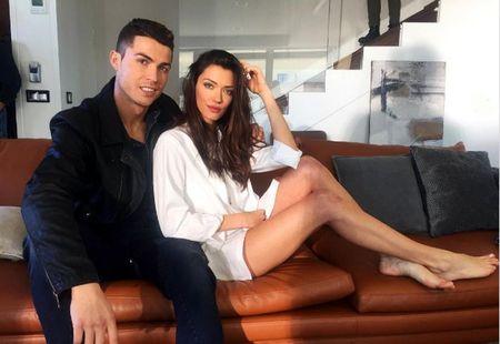 Lo hinh anh Ronaldo than mat ben sieu mau Anna Christina Schwartz - Anh 1