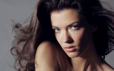 Lo hinh anh Ronaldo than mat ben sieu mau Anna Christina Schwartz - Anh 2