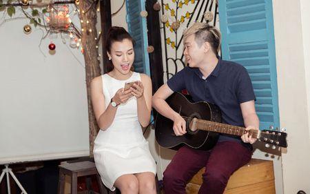 A hau Hoang Oanh chia se chuyen gia dinh trong lan dau hop fan - Anh 11