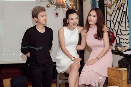 A hau Hoang Oanh chia se chuyen gia dinh trong lan dau hop fan - Anh 13
