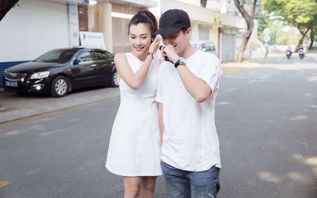 A hau Hoang Oanh chia se chuyen gia dinh trong lan dau hop fan - Anh 3