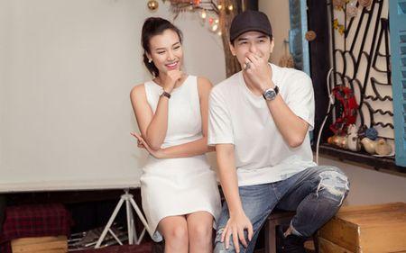 A hau Hoang Oanh chia se chuyen gia dinh trong lan dau hop fan - Anh 4