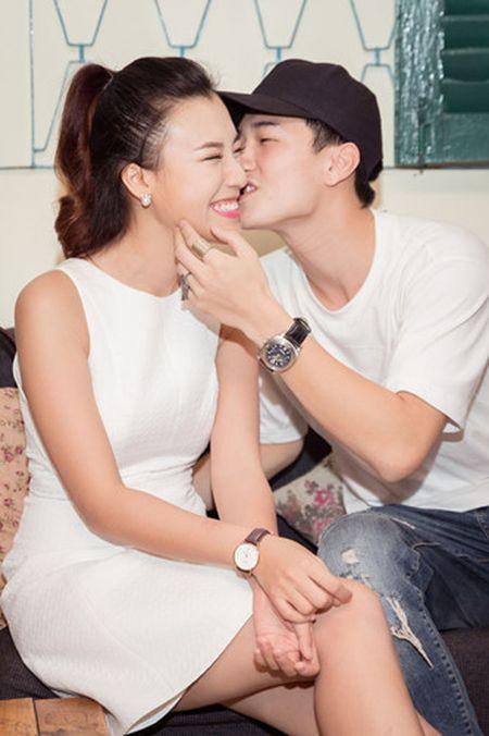 A hau Hoang Oanh chia se chuyen gia dinh trong lan dau hop fan - Anh 5