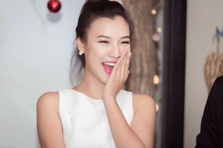 A hau Hoang Oanh chia se chuyen gia dinh trong lan dau hop fan - Anh 6