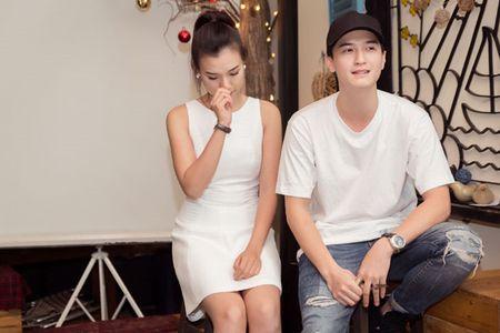 A hau Hoang Oanh chia se chuyen gia dinh trong lan dau hop fan - Anh 8