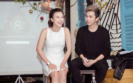 A hau Hoang Oanh chia se chuyen gia dinh trong lan dau hop fan - Anh 9