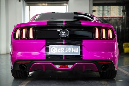Ngop tho truoc man 'uon eo' cua my nhan ben Mustang - Anh 17