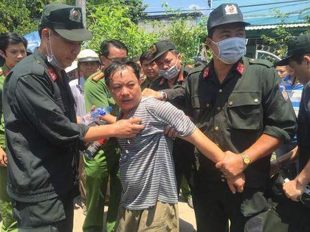 Vu Truong Phong Tu phap bi dam: Vo nan nhan len tieng - Anh 1