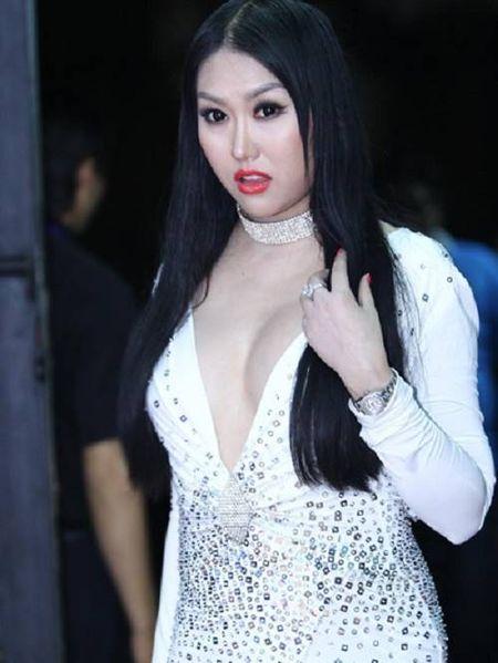 Choang khi ngam nhan sac doi thuc cua Phi Thanh Van - Anh 19