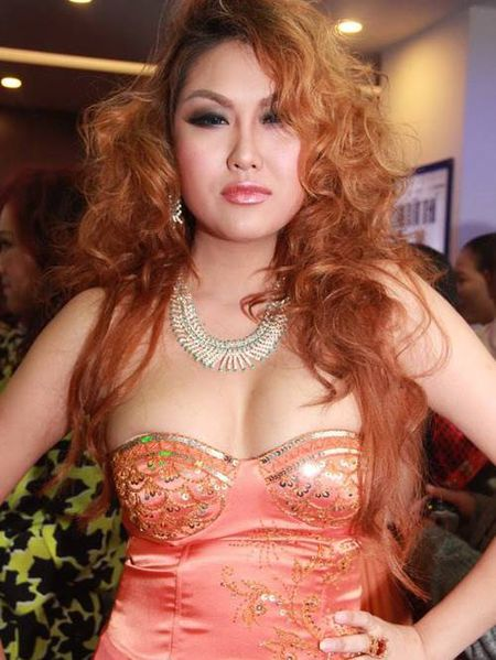 Choang khi ngam nhan sac doi thuc cua Phi Thanh Van - Anh 3