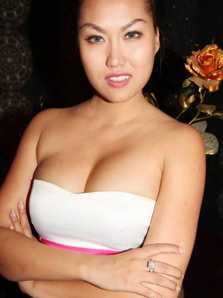 Choang khi ngam nhan sac doi thuc cua Phi Thanh Van - Anh 7