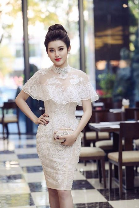 A hau Huyen My mac mong manh, gay 'nao loan' duong pho - Anh 4