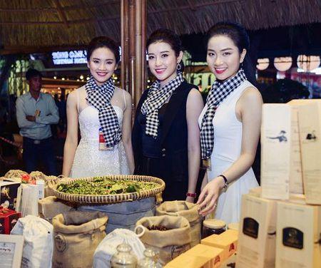 A hau Huyen My mac mong manh, gay 'nao loan' duong pho - Anh 7