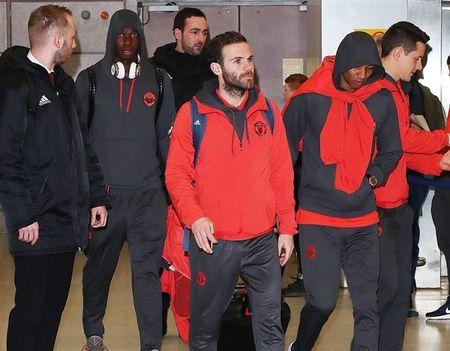 Chum anh: Dan sao Man Utd kiet suc sau khi tro ve tu nuoc Nga - Anh 5