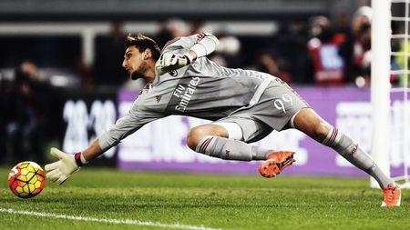 Voi Donnarumma, Milan da chang khac gi Man Utd - Anh 1
