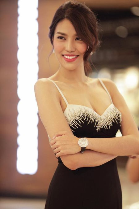 Soi phu kien tien ty cua Lan Khue tai buoi ra mat phim Kong - Anh 4
