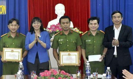 Ky niem 20 nam Ngay truyen thong luc luong Canh sat Phong chong toi pham ma tuy (12/3/1997-12/3/2017):Triet xoa cac tu diem ma tuy phuc tap - Anh 1