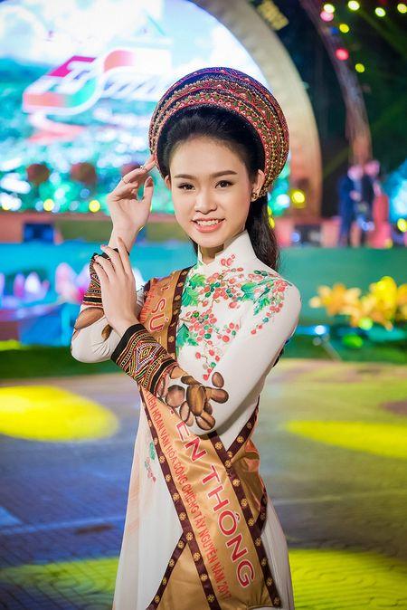 'Co gai vang' cua Hoa hau Viet Nam 2016 xuat hien dac biet tai le hoi cafe - Anh 1