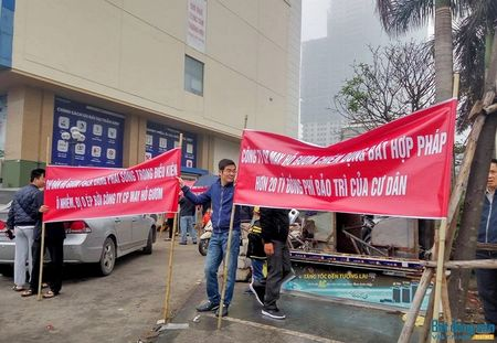 Cu dan chung cu Ho Guom Plaza doi mua bieu tinh phan doi chu dau tu - Anh 3