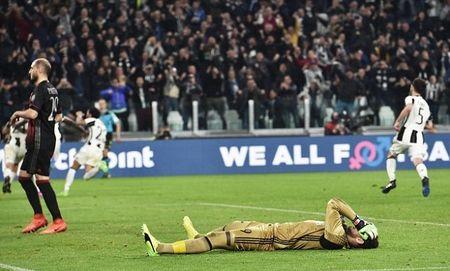 AC Milan hut mat co hoi cham dut chuoi tran thang cua Juventus - Anh 1