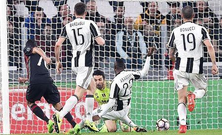 AC Milan hut mat co hoi cham dut chuoi tran thang cua Juventus - Anh 4