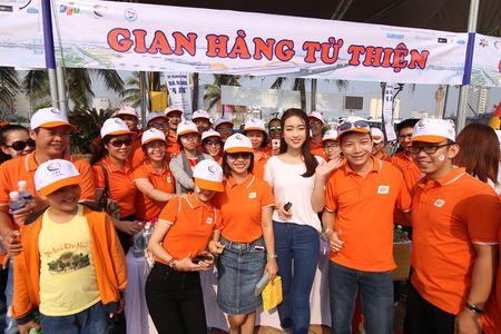 Hoa hau Do My Linh cung 3.000 nguoi phat dong 'Ngay vi cong dong' - Anh 11