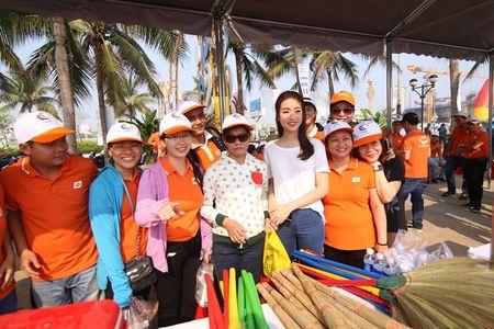 Hoa hau Do My Linh cung 3.000 nguoi phat dong 'Ngay vi cong dong' - Anh 12