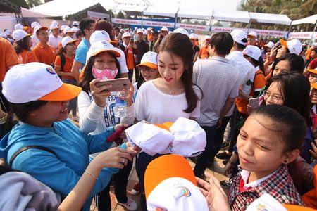 Hoa hau Do My Linh cung 3.000 nguoi phat dong 'Ngay vi cong dong' - Anh 13