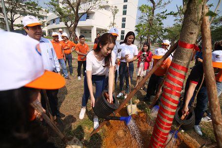Hoa hau Do My Linh cung 3.000 nguoi phat dong 'Ngay vi cong dong' - Anh 14