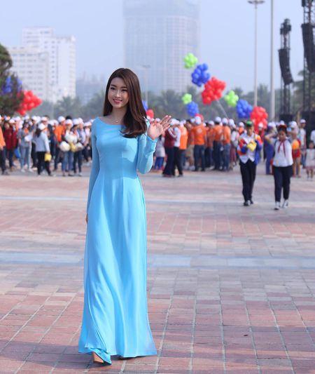 Hoa hau Do My Linh cung 3.000 nguoi phat dong 'Ngay vi cong dong' - Anh 15