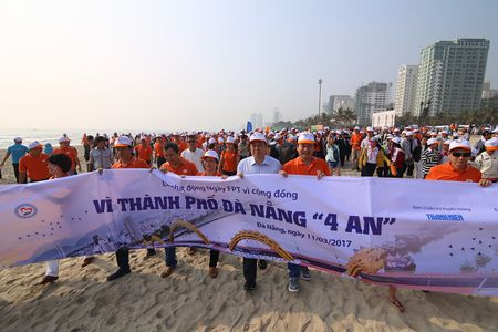 Hoa hau Do My Linh cung 3.000 nguoi phat dong 'Ngay vi cong dong' - Anh 1