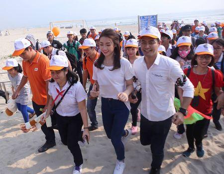 Hoa hau Do My Linh cung 3.000 nguoi phat dong 'Ngay vi cong dong' - Anh 3