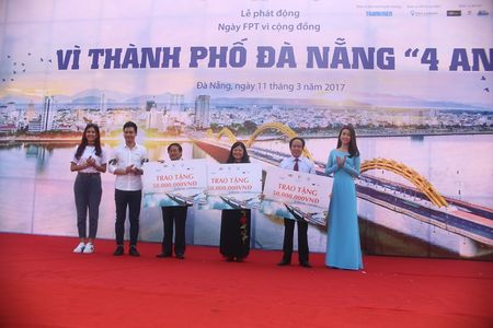 Hoa hau Do My Linh cung 3.000 nguoi phat dong 'Ngay vi cong dong' - Anh 4