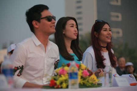 Hoa hau Do My Linh cung 3.000 nguoi phat dong 'Ngay vi cong dong' - Anh 5