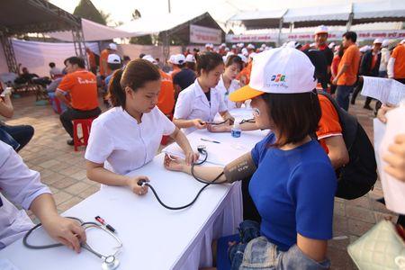 Hoa hau Do My Linh cung 3.000 nguoi phat dong 'Ngay vi cong dong' - Anh 6