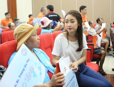 Hoa hau Do My Linh cung 3.000 nguoi phat dong 'Ngay vi cong dong' - Anh 10