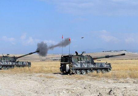Tho Nhi Ki na phao o Manbij, 8 binh si Syria thiet mang - Anh 2