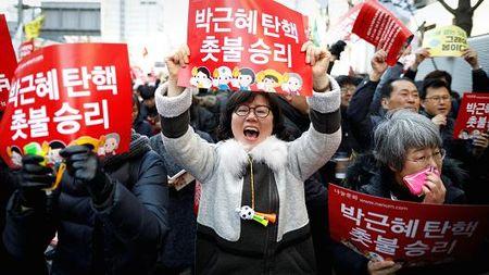 Viec dau tien Han Quoc can lam sau khi TT Park Geun-hye bi phe truat - Anh 2