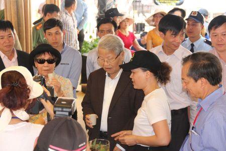 Thu tuong tham gian hang cua Trung Nguyen tai Le hoi Ca phe Buon Ma Thuot - Anh 2