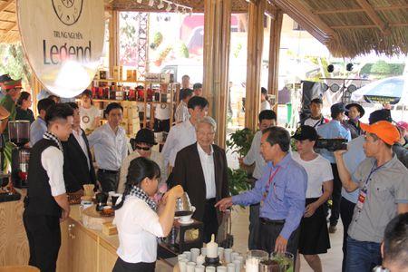 Thu tuong tham gian hang cua Trung Nguyen tai Le hoi Ca phe Buon Ma Thuot - Anh 3
