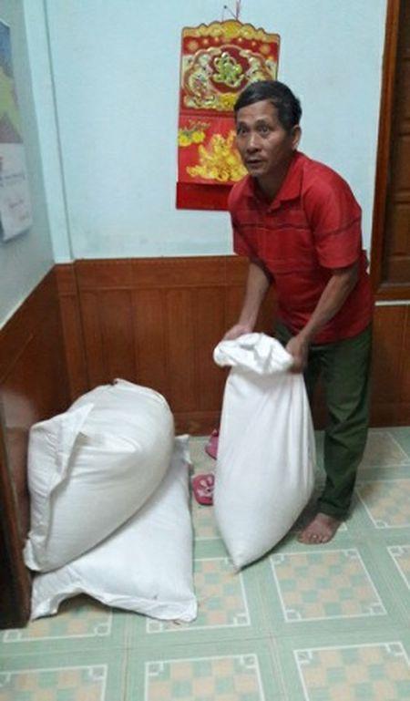 Quang Binh: Cao bang trong chia gao cuu doi, biet sai van lam - Anh 4